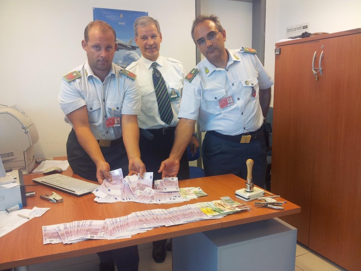 Maxi sequestro di valuta presso l'aeroporto Raffaello Sanzio di Falconara