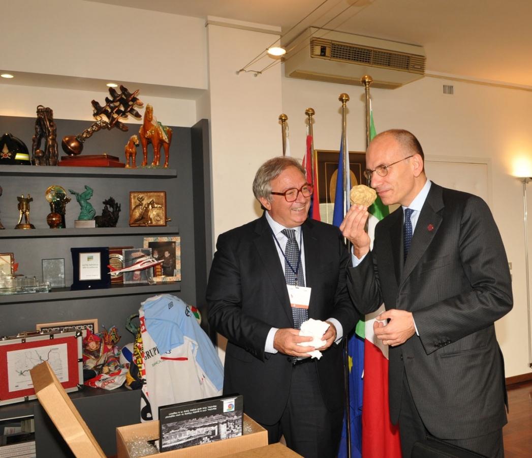 Due tartufi consegnati al Premier Letta