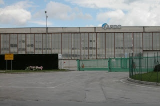 Ex Antonio Merloni, i dipendenti sfilano sotto la sede della Banca Toscana