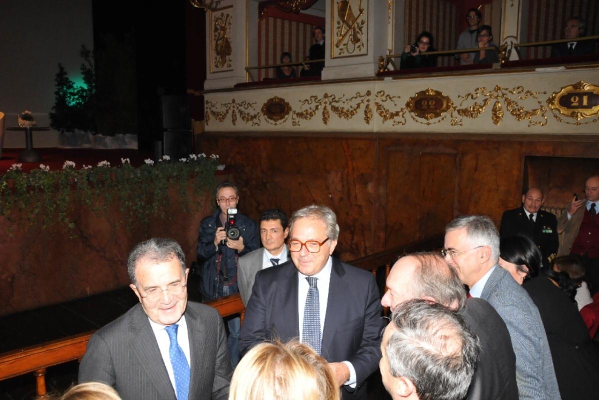 """Prodi ai 50 anni della Fondazione """"Merloni"""". Fuori manifestazione dei sindacati"""