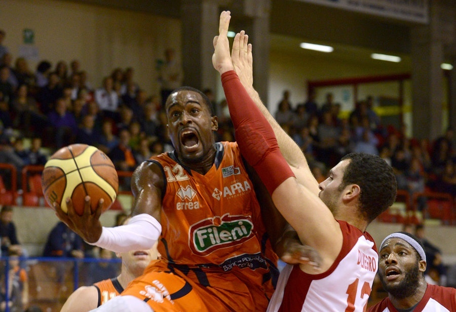 La Novipiù Casale supera la Fileni 86-76