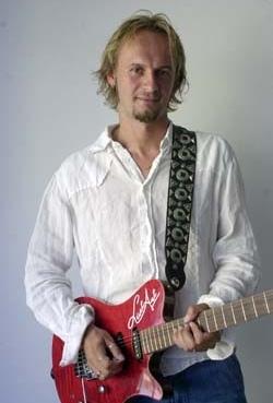 Masterclass di chitarra con Luca Colombo